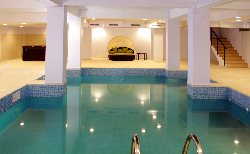 Hotel king targoviste piscina for Hotel cu piscina